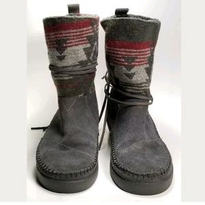 TOMS Nepal Boots Size W6